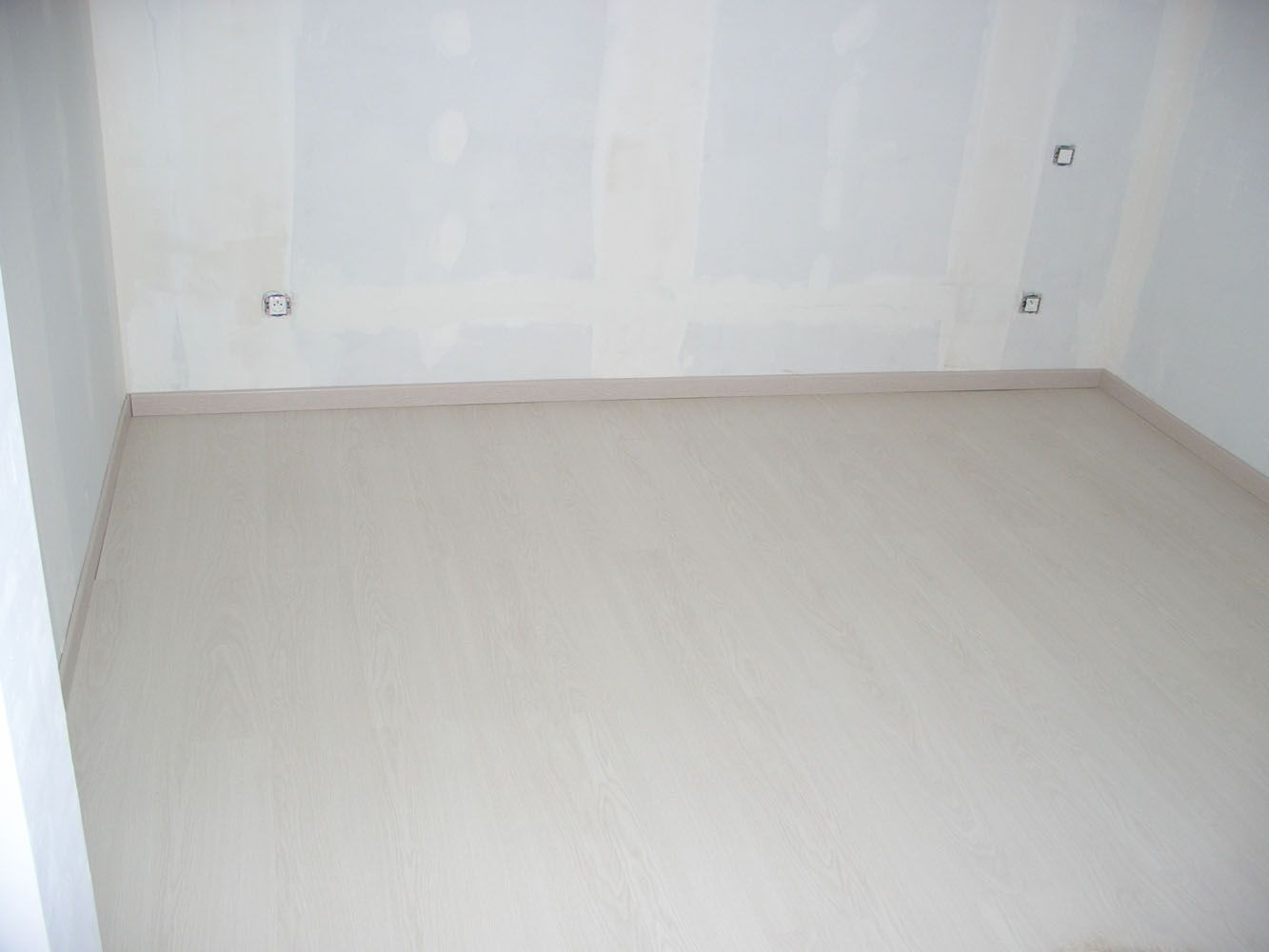 sol stratifi effet parquet ch ne blanc waveless exquisit. Black Bedroom Furniture Sets. Home Design Ideas